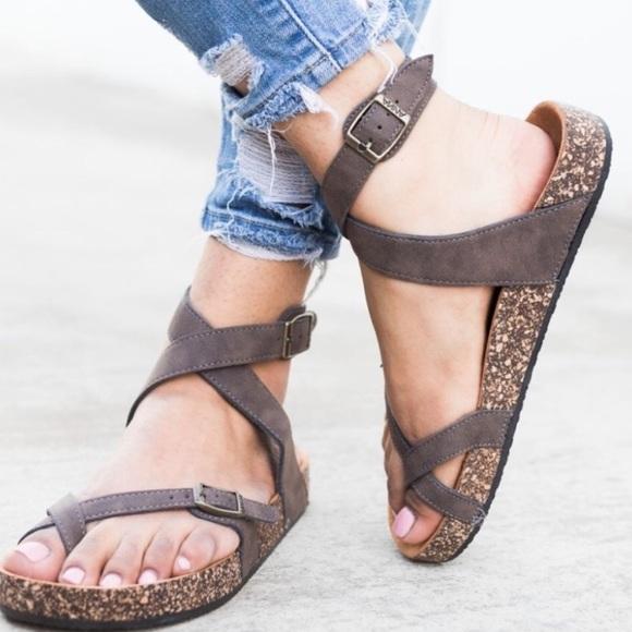 c7ea9eff2f Birkenstock yara STYLE sandal. M 5ad2925605f430f0be31ddff